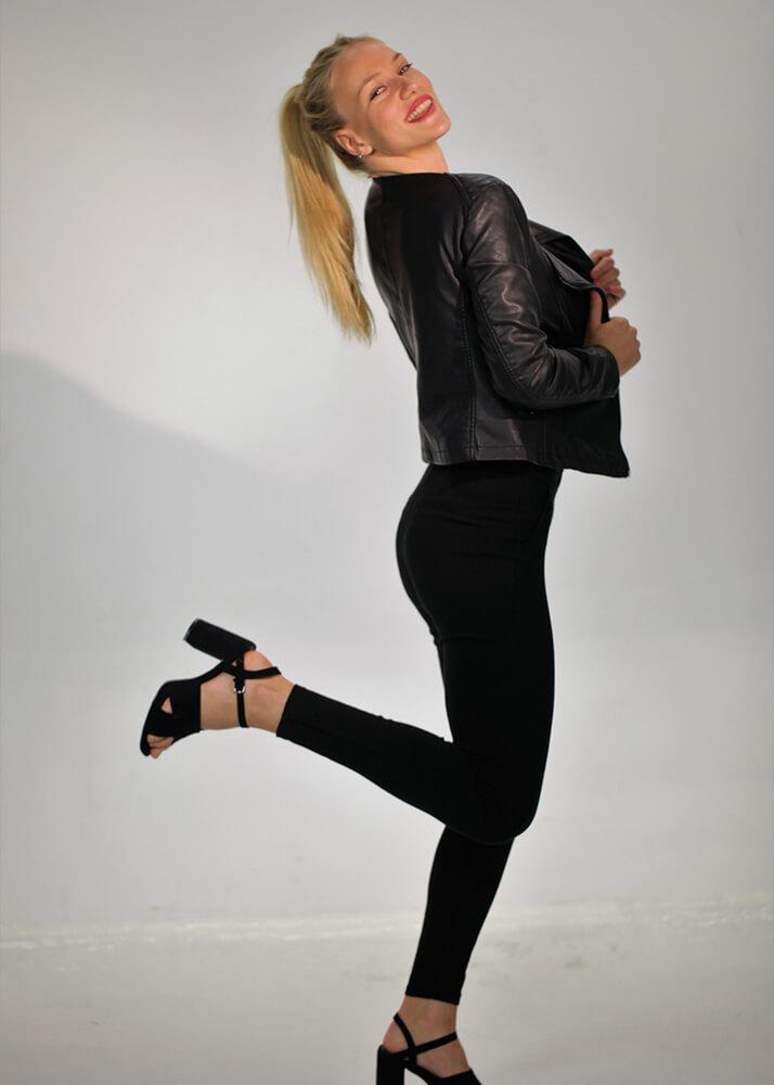 Andrea B modelo femenina de la Agencia Plugged Models