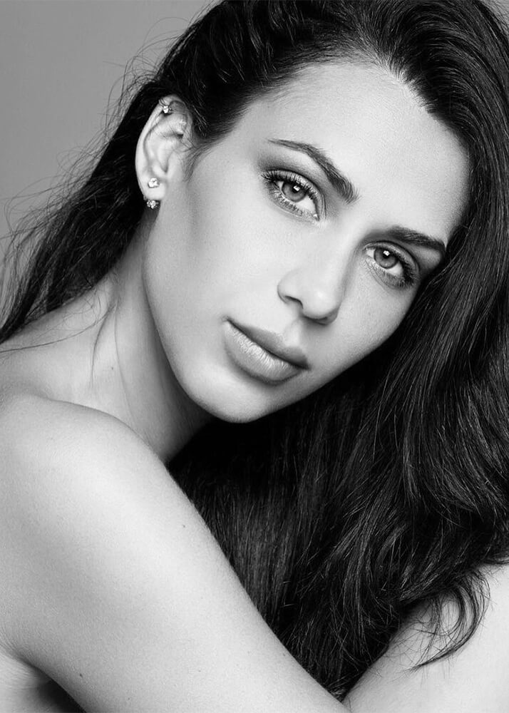 Andrea T modelo femenina de la Agencia Plugged Models _1