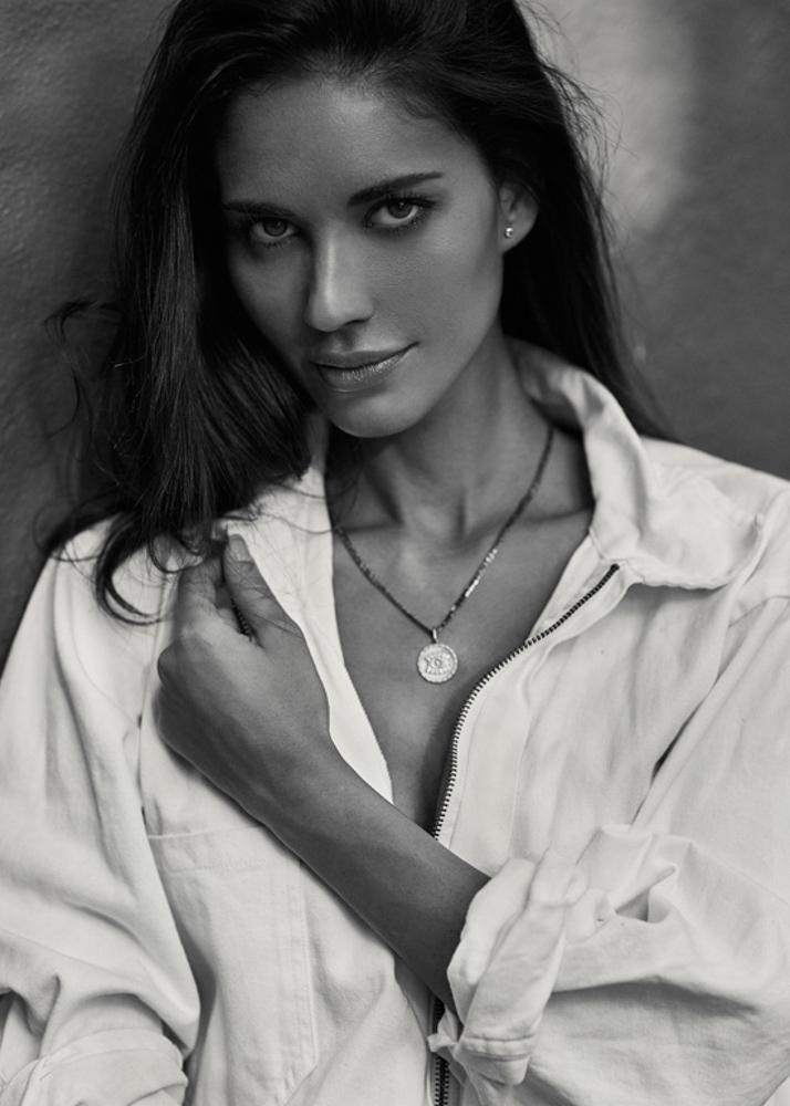 Déborah C Modelo Femenina de la Agencia Plugged Models