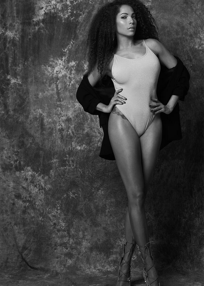 Ela R Actriz, Bailarina, Cantante y Modelo Femenina de la agencia Plugged Models