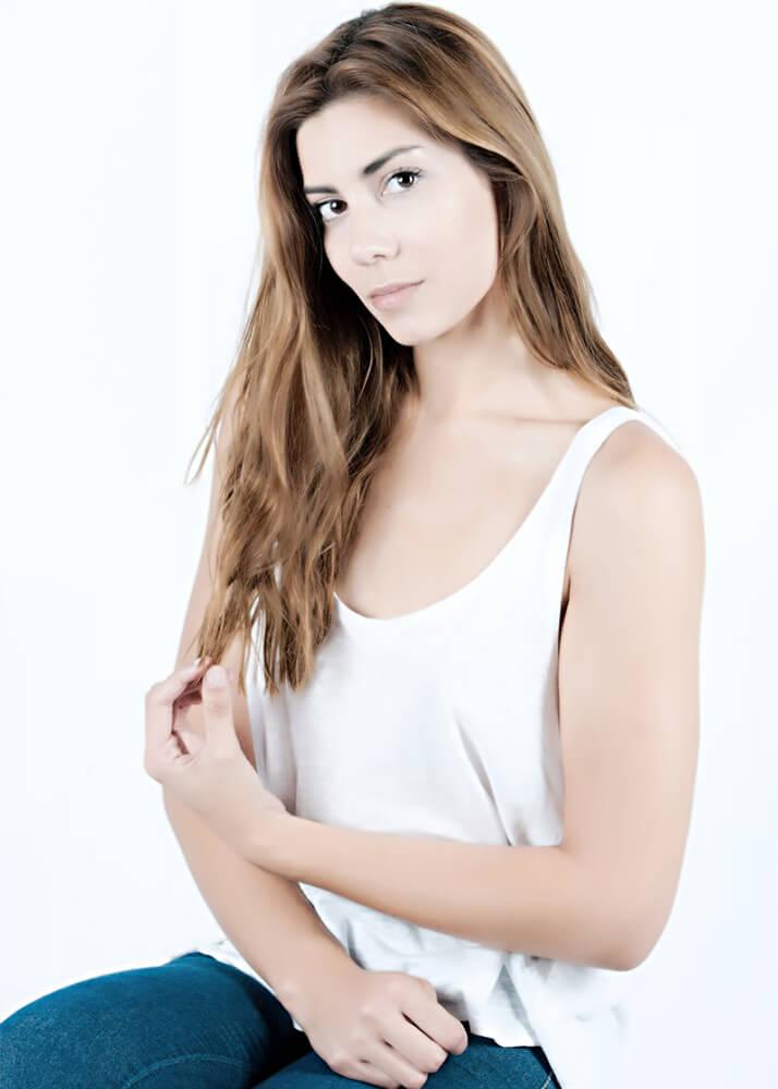 Ester F modelo femenina de la Agencia Plugged Models