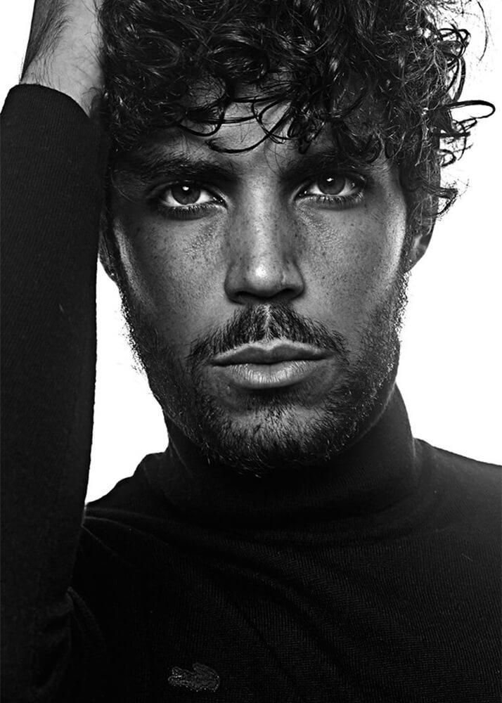 Fausto D modelo masculino de la Agencia Plugged Models
