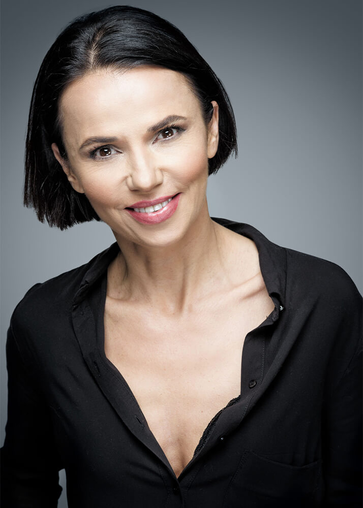 Joël M actriz de doblaje de la Agencia Plugged Models