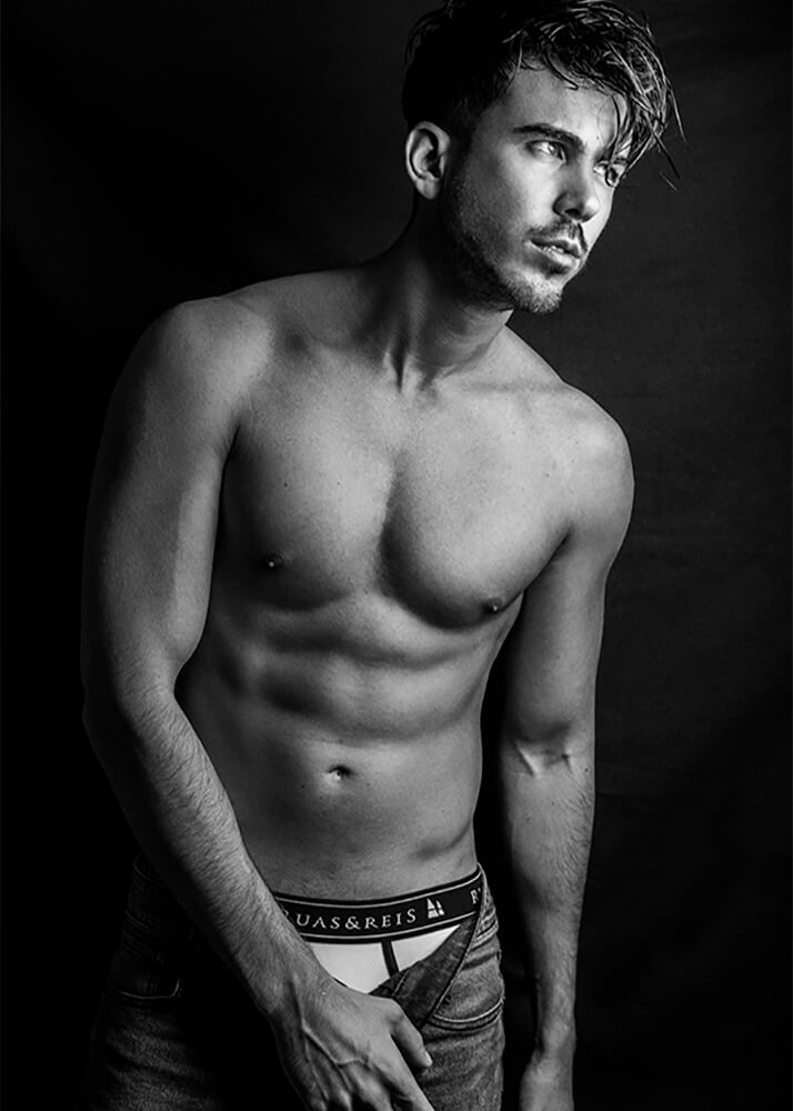Juancar C modelo masculino publicitario de la Agencia Plugged Models