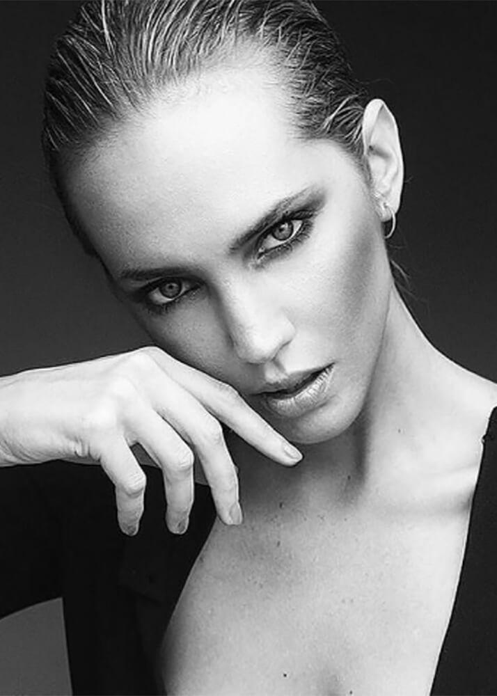 Karina B modelo femenina de la Agencia Plugged Models