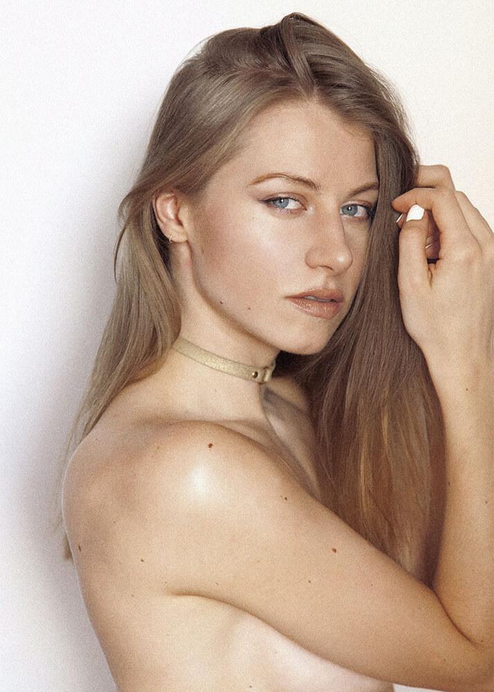 Larisa C modelo femenina de la Agencia Plugged Models