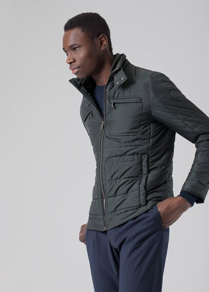 Mamadou D modelo masculino de la Agencia Plugged Models