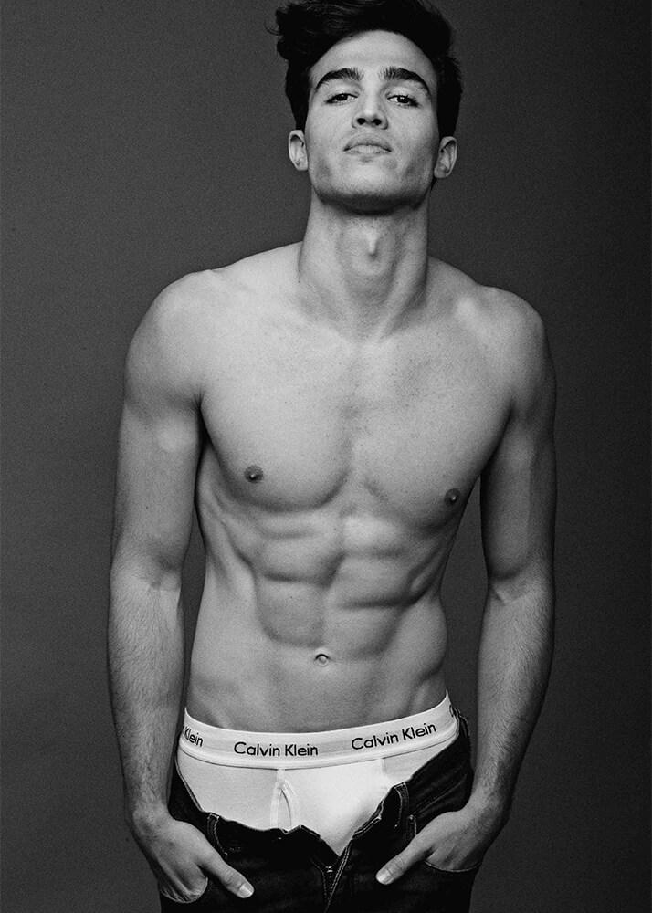 Manu B modelo masculino de la Agencia Plugged Models