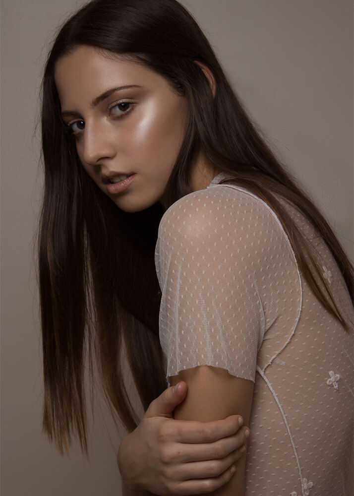 Rita M modelo femenin de la Agencia Plugged Models