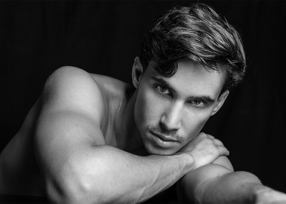 Nico M modelo masculino de publicidad de la Agencia Plugged Models