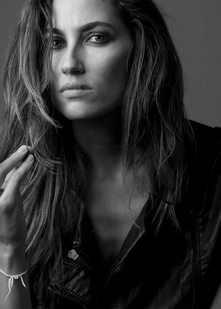 Paloma L modelo femenina de la Agencia Plugged Models