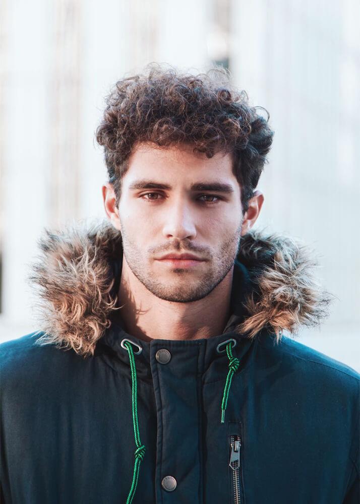 Raúl E modelo masculino de la Agencia Plugged Models