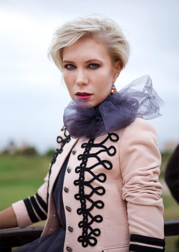 Senia V actriz y modelo femenina publicitaria de la agencia Plugged