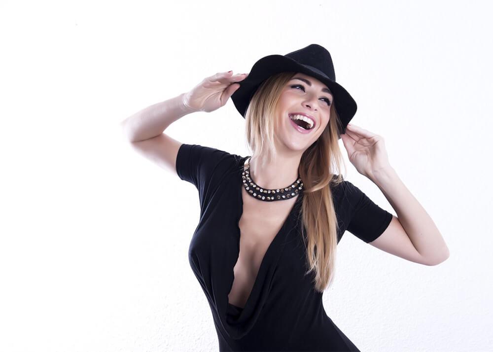 Tatiana R modelo femenina de publicidad de la Agencia Plugged Models