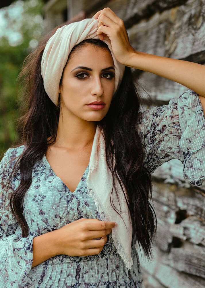 Vanesa G modelo femenina de publicidad de la Agencia Plugged Models